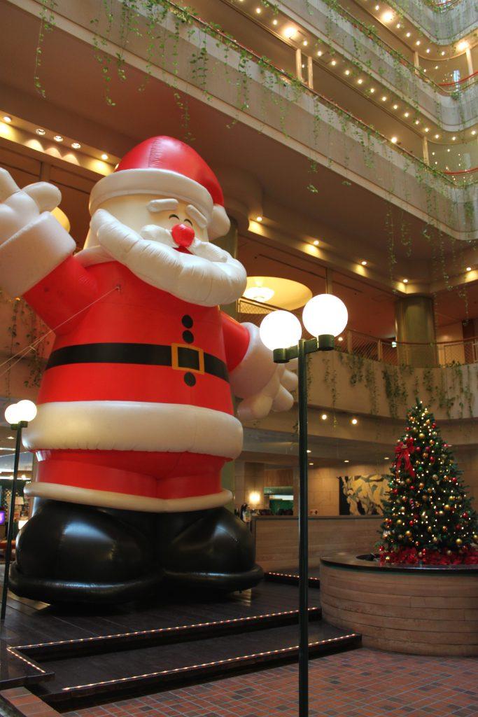 巨大サンタさんがお出迎え♪