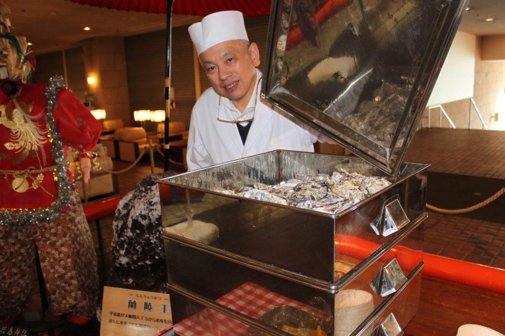 本日限定!! ホテルの前の海から直送した「蒸し牡蠣」を販売します!!